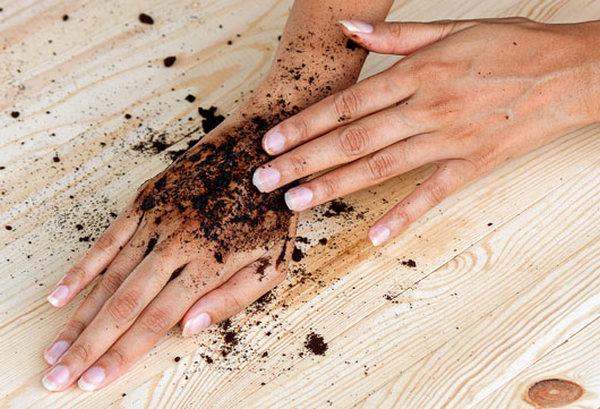 coffee grounds and skin
