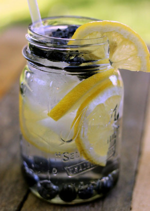 blueberry lemon water