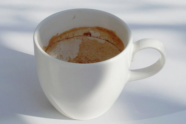 remove coffee stains from cups