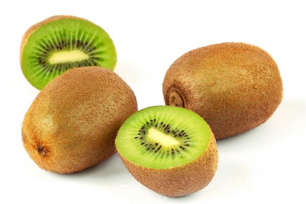 peel a kiwi