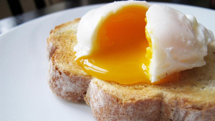 poached eggs in the microwave