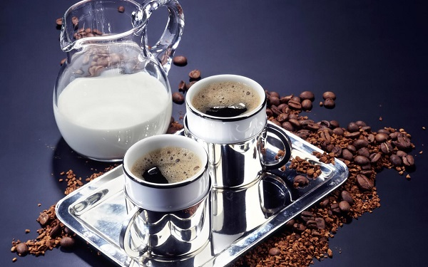 Black-Coffee-or-Milk-Coffee-Which-is-Better-1