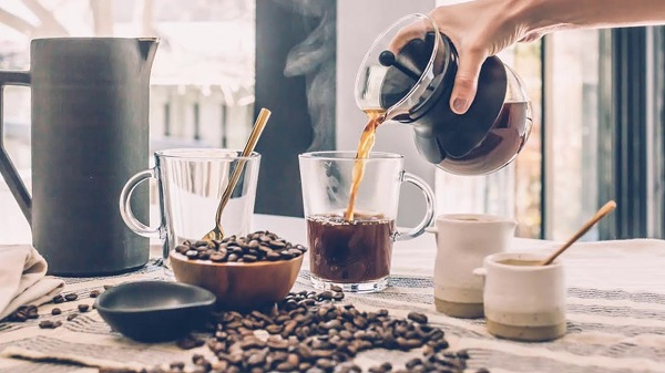 pouring-coffee-from-chemix
