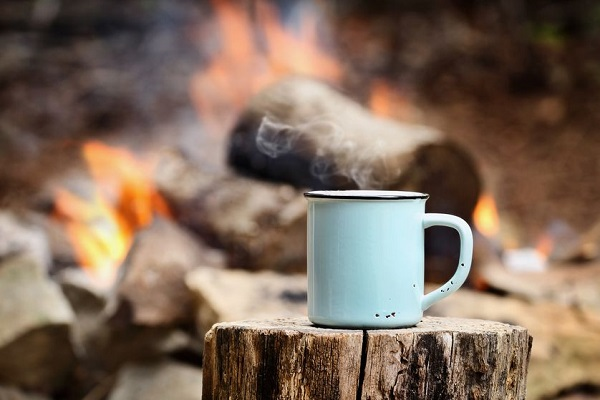 camping-coffee-with-smoke