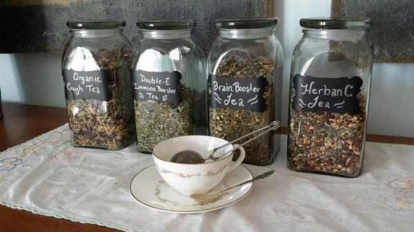 loose-tea-leaf-store-in-jars