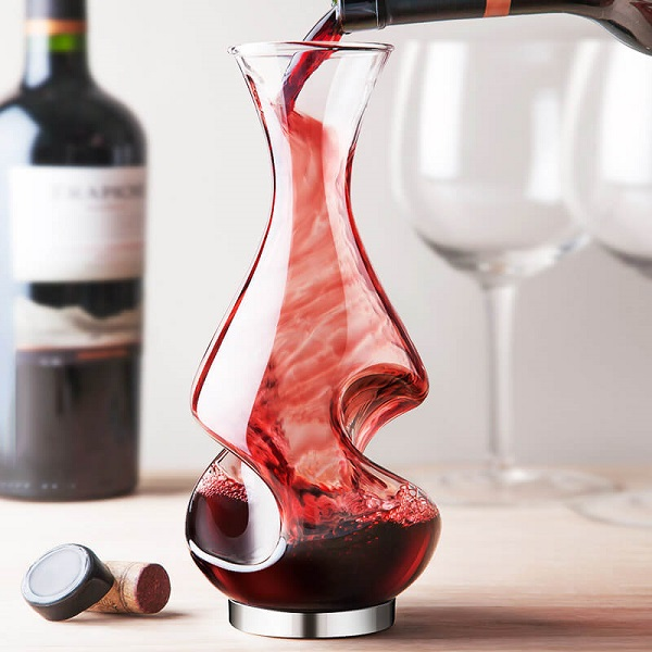 What's-the-Difference-between-an-Aerator-and-a-Decanter-2