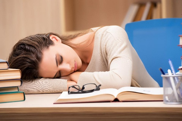 How to nap comfortably at work 1