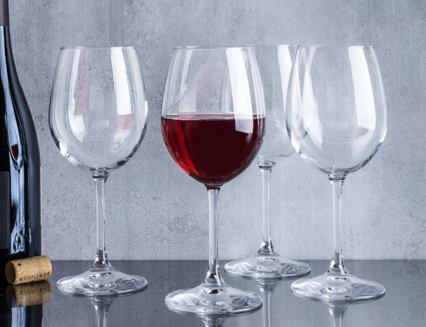 What is the purpose of the red wine glass1