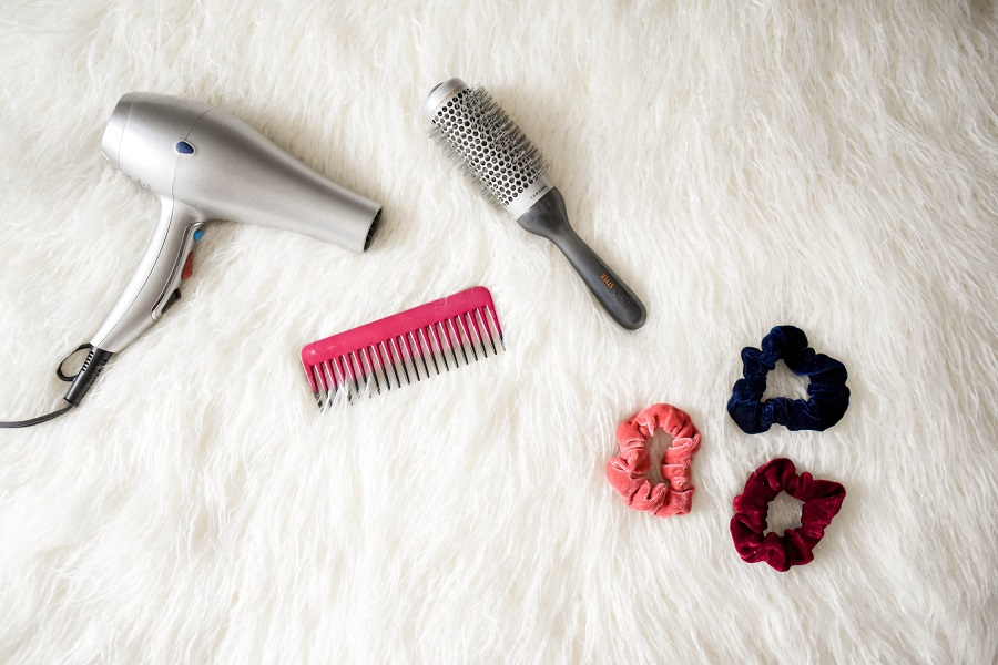 How to clean a hairbrush-1