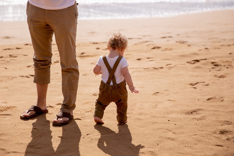 Is it OK for your babies to walk barefoot-3