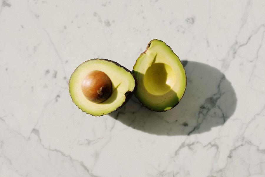 How to cut an avocado like a pro-2