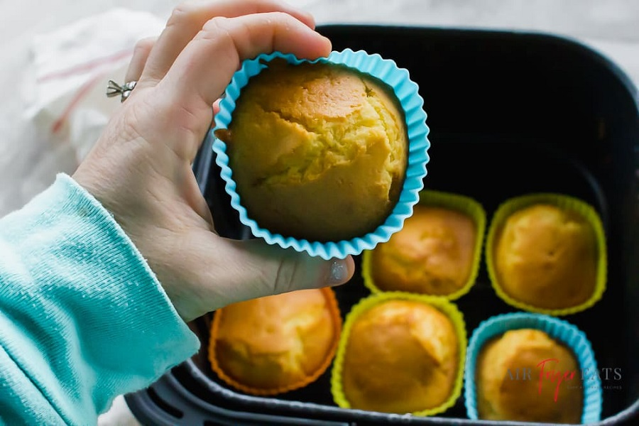how to make cupcakes in an air fryer-2