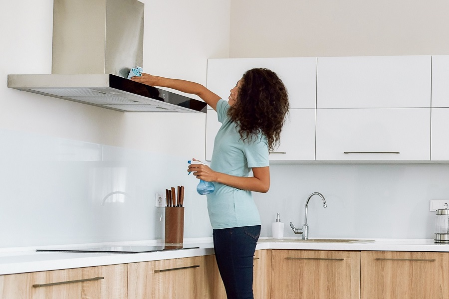 wrong ways to clean your range hood-2