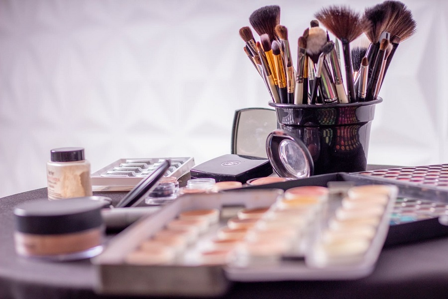 what to avoid with expired makeup-1